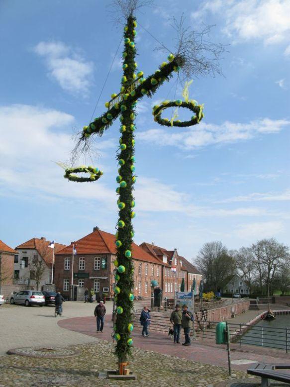 1 mei wordt op veel plaatsen gevierd met een mei-boom.